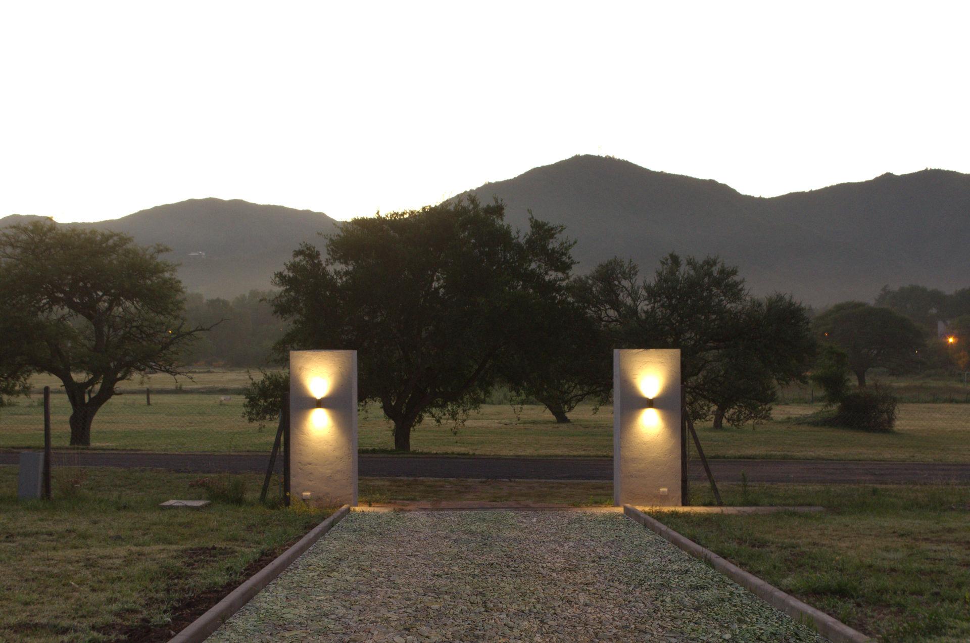 Entrada_acceso_atardecer_hotel_Villa_General_Belgrano_Los_Condores_aparts